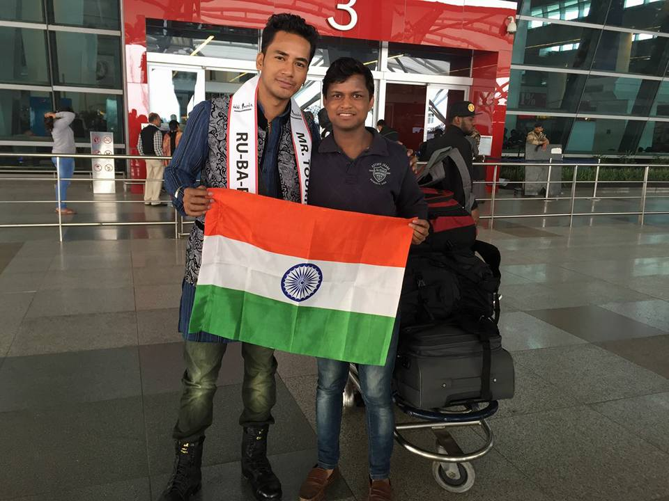 Rubaru Mr India 2016, Sanju Ray with the owner of Rubaru Mr India contest, Mr Sandeep Kumar at Indra Gandhi International Airport.
