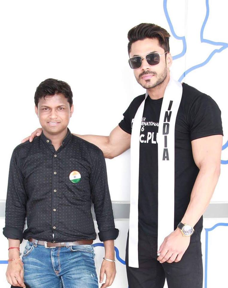 Mudit Malhotra with the founder and president of Rubaru Mister India contest, Sandeep Kumar.