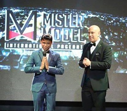 "Sandeep Kumar being awarded with the title of ""Best National Director"" by Luis Trujillo, the president of Mister Model International Pageant in 2014 in Dominican Republic."