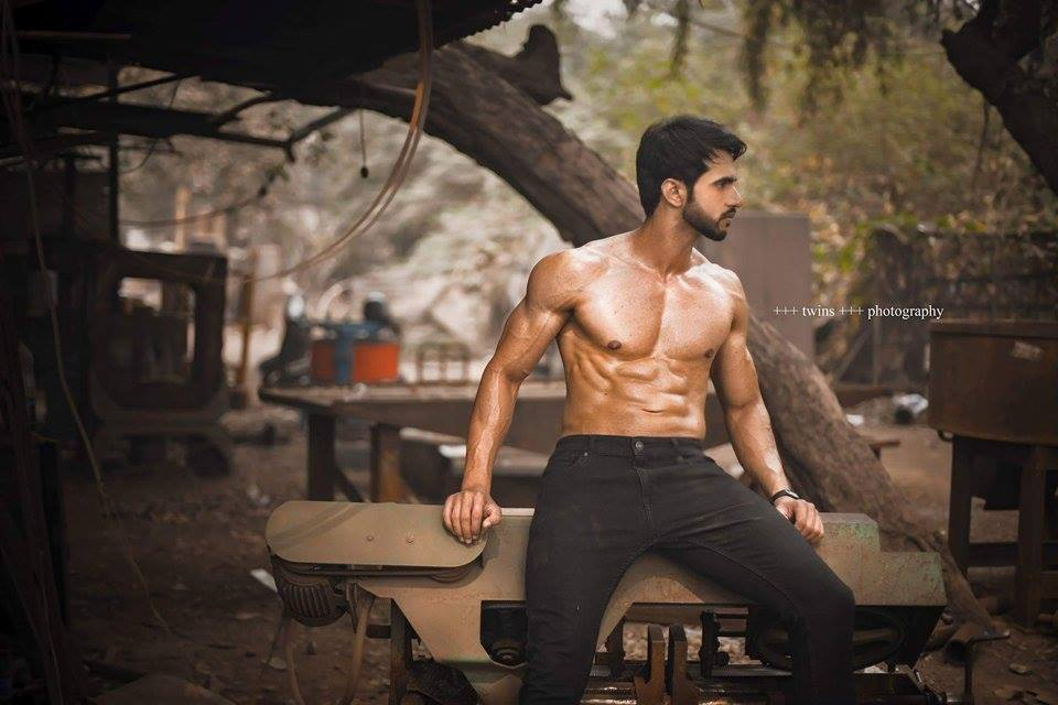The 26 year-old very good-looking Indian gentleman works as a research analyst at Ernst and Young firm. He is also a professional model, swimmer and event presenter.