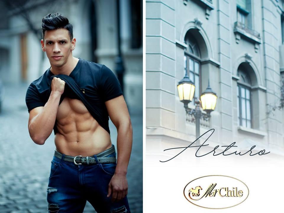 Arturo Valenzuela. 29 años 1,79 mts.