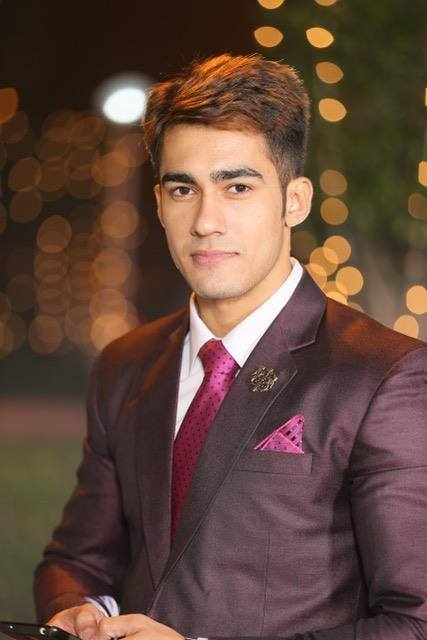 Suraj Dahiya is a model by profession and stands 6 foot and 1 inch tall. He is often cited as one of the most good looking Mr India winners in recent times.