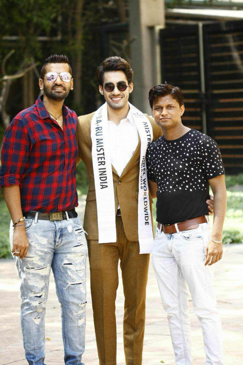 (From left to right) Pankaj Kharbanda, Vice President of Rubaru Group; Suraj Dahiya, Audi Goa Rubaru Mr India 2018 and Sandeep Kumar, Founder and President of Rubaru Group.