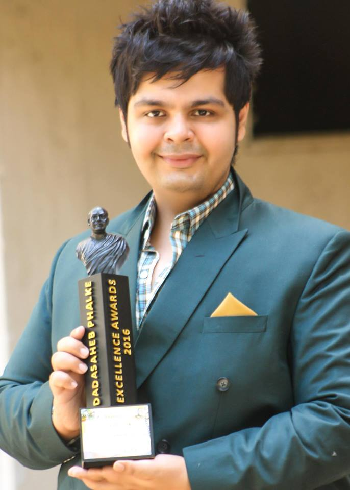 In 2016, Amit received Dada Saheb Phalke Excellence Award for this contribution to the Indian fashion industry.