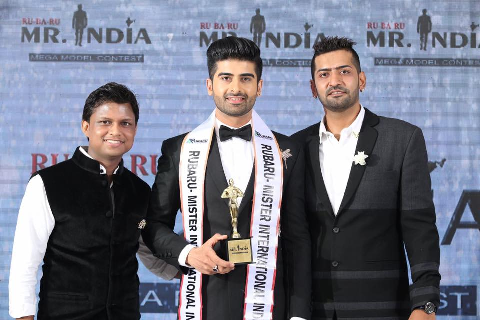 (Left to right) Sandeep Kumar, the president of Rubaru Mr India Organization; Darasing Khurana, Rubaru Mr India 2017 and Pankaj Kharbanda, the vice-president of Rubaru Mr India Organization.