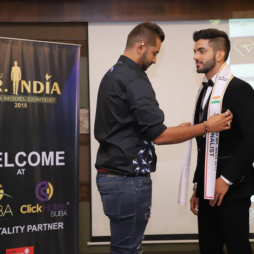 Sahil Arora with the vice president of Rubaru Mr India, Pankaj Kharbanda during the sash ceremony of Rubaru Mr India 2019 pageant.