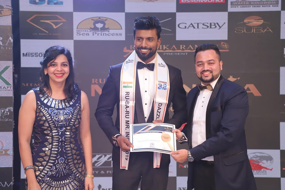 Shakti Shah while receiving the special award for Mr Dazzling Smile 2019 at Rubaru Mr India 2019 pageant.